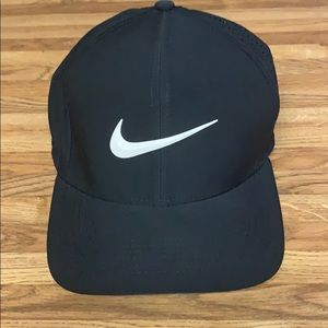 Nike Golf AeroBill Classic 99 Fitted Hat
